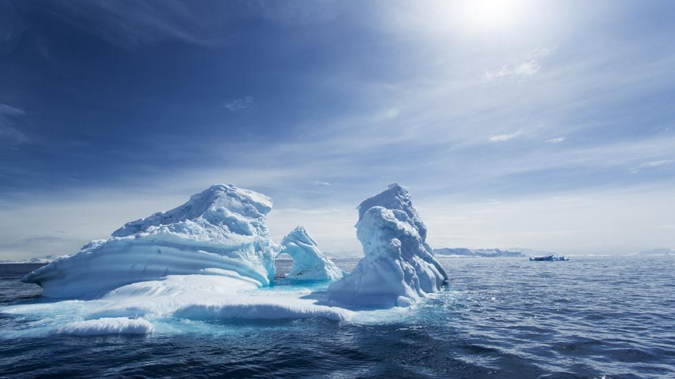 علماء أنتاركتيكا يحفرون 650 مترا تحت الجليد لكشف سر عمره 125 ألف عام!