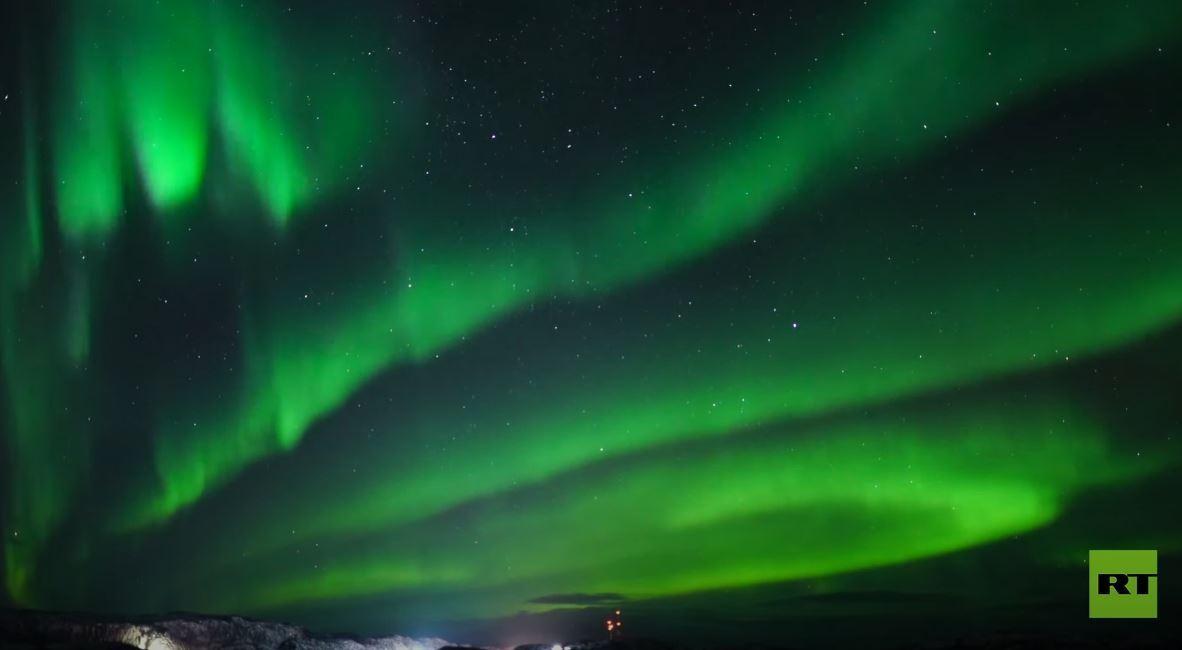 شفق قطبي يزين سماء مدينة مورمانسك الروسية