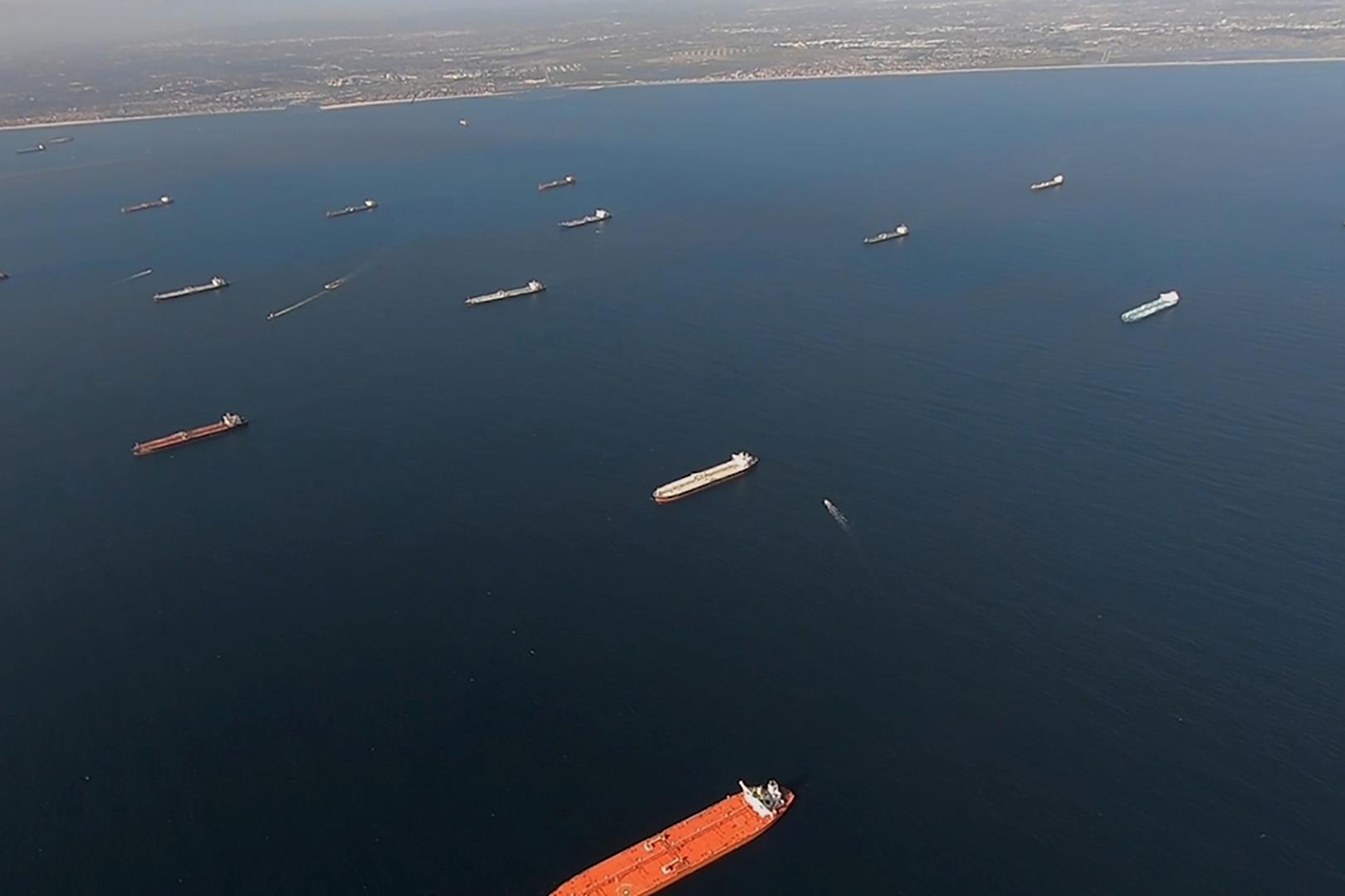 منظمة: إغلاق ميناء جدة السعودي بعد الانفجار في ناقلة النفط
