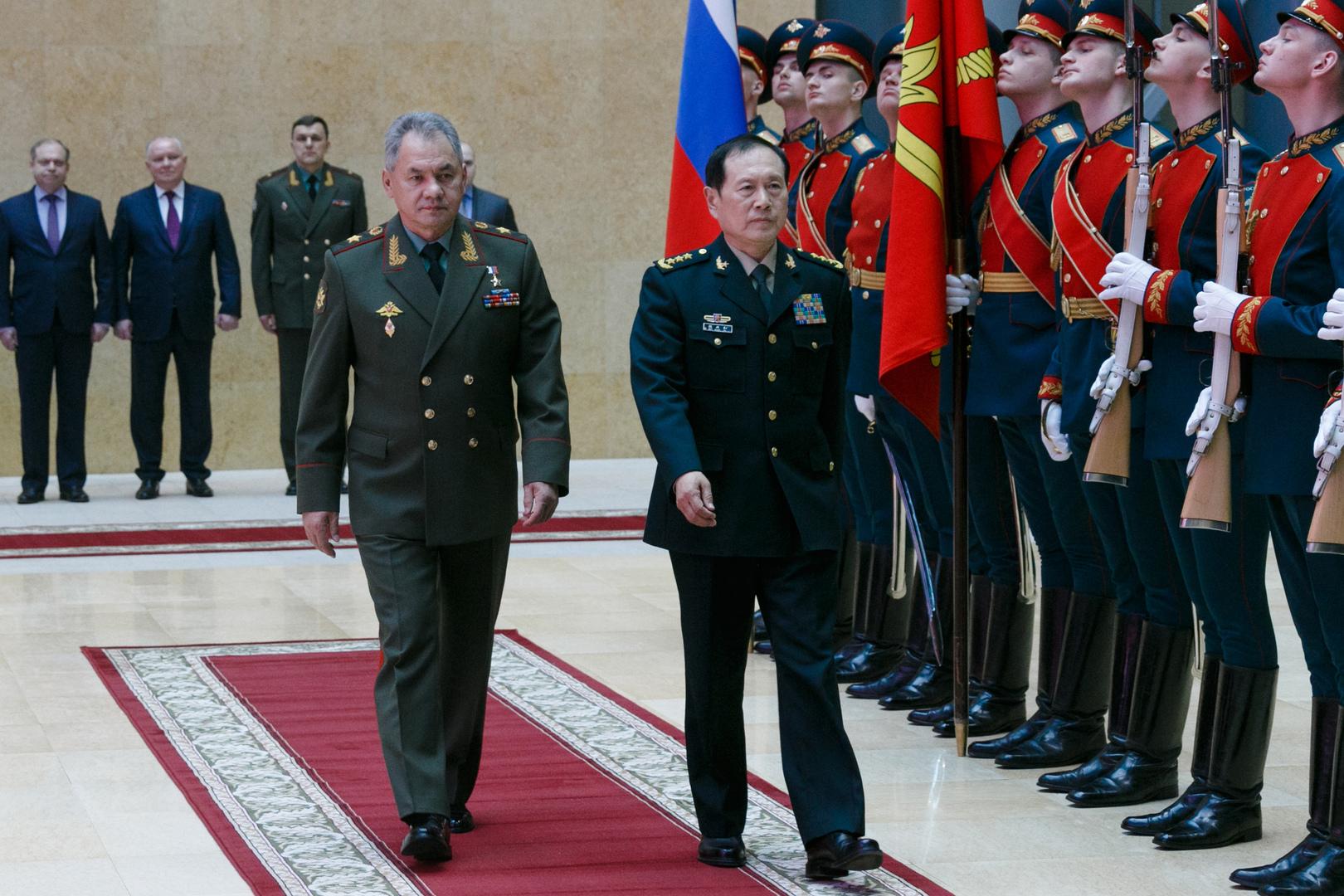 لقاء وزير الدفاع الروسي سيرغي شويغو مع نظيره الصيني وي فنغ خه في موسكو عام 2018