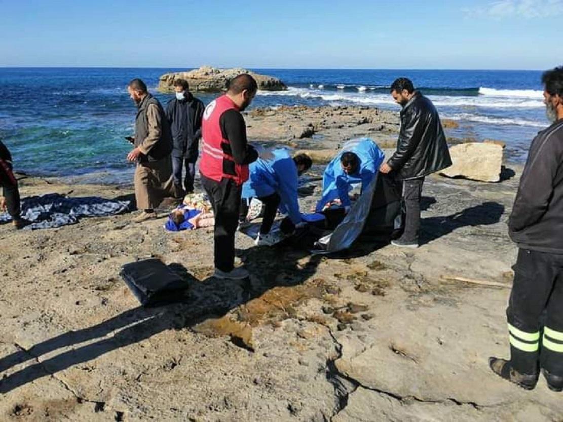 نتشال جثث 5 أطفال مصريين غرقى على الساحل الغربي لليبيا