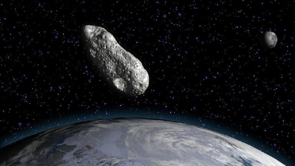 كويكب بحجم طائرة يقترب من الأرض