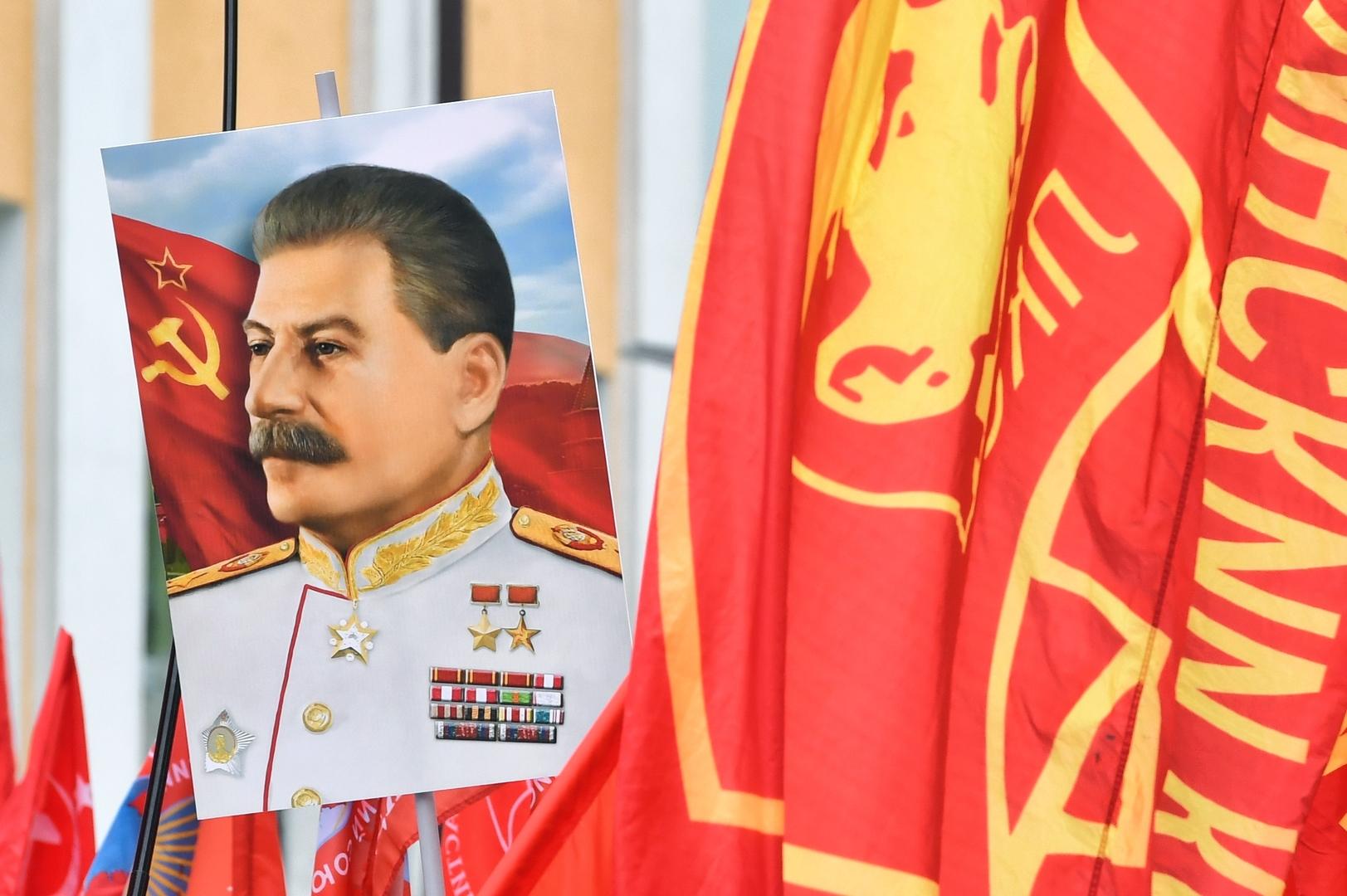 سلطات كييف تعين محاميا للدفاع عن ستالين في قضية ترحيل تتار القرم