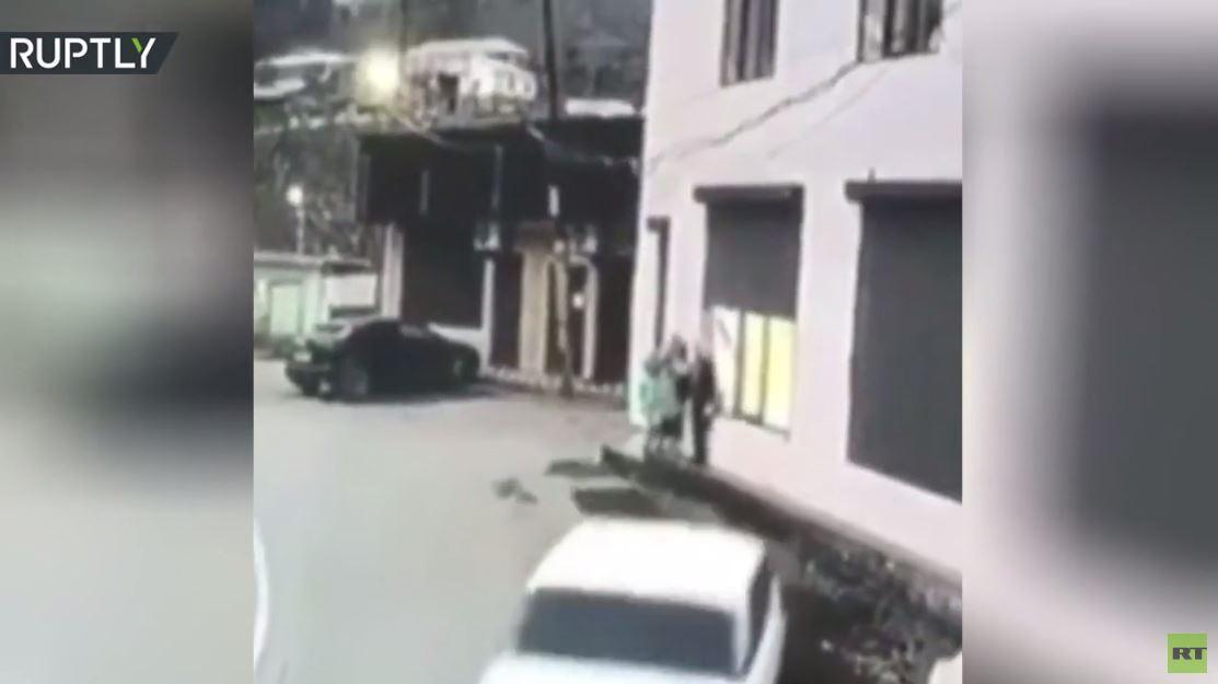 بالفيديو.. سائق ثمل كاد أن يدهس ثلاثة أطفال في داغستان