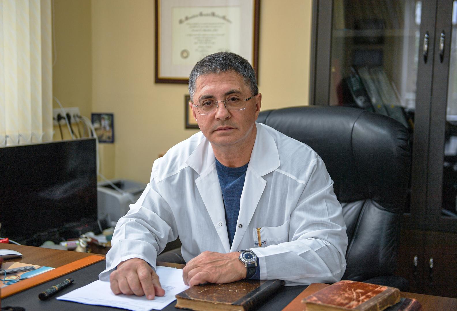 طبيب روسي يكشف الفارق بين لقاحي