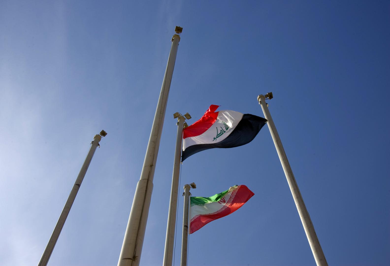 العلم الإيراني والعلم العراقي