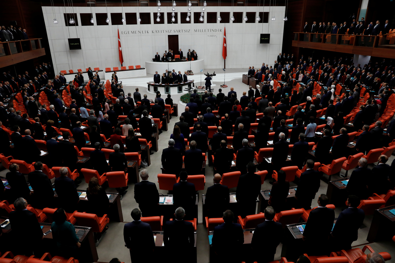 أضاء من البرلمان التركي داخل قاعة البرلمان في أنقرة