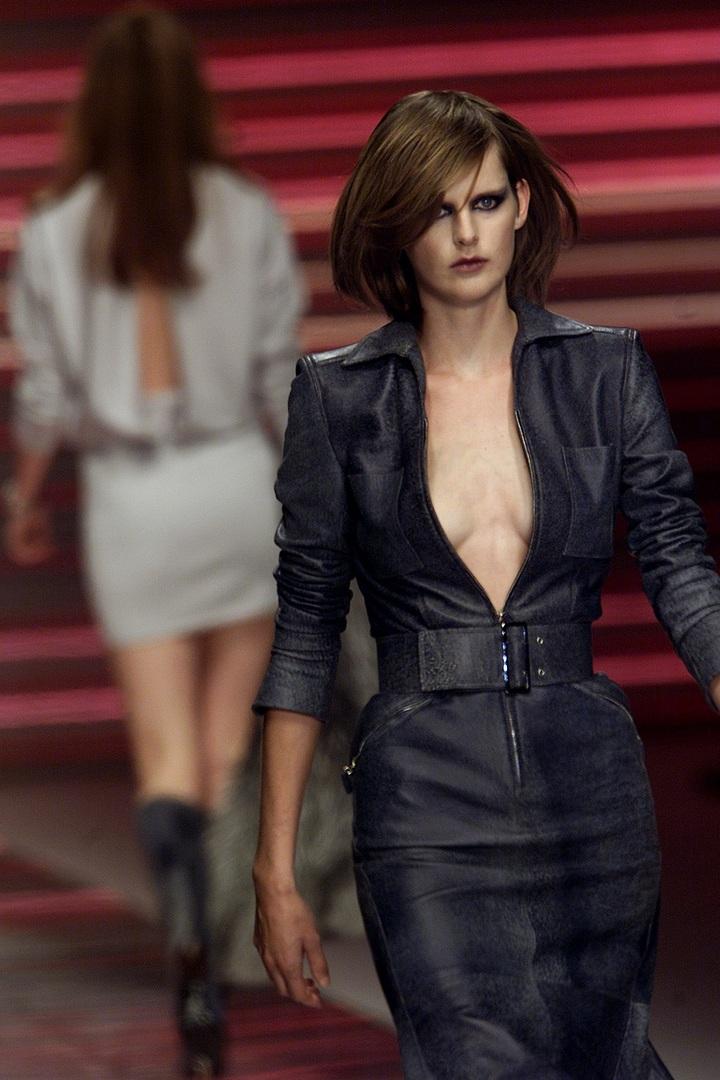وفاة عارضة أزياء بريطانية شهيرة بشكل مفاجئ (صور)