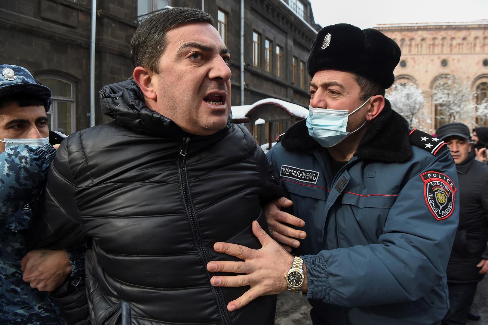 المعارضة الأرمنية: توقيف 34 شخصا أثناء الاحتجاجات