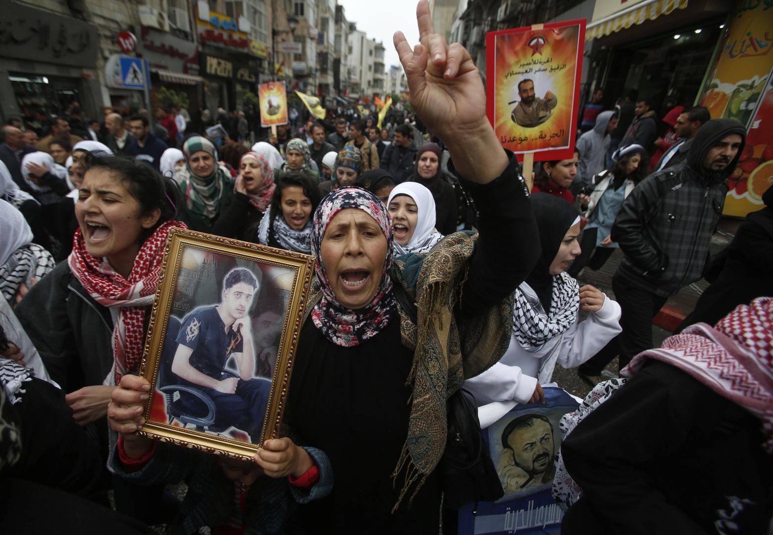 أهالي الأسرى الفلسطينيين