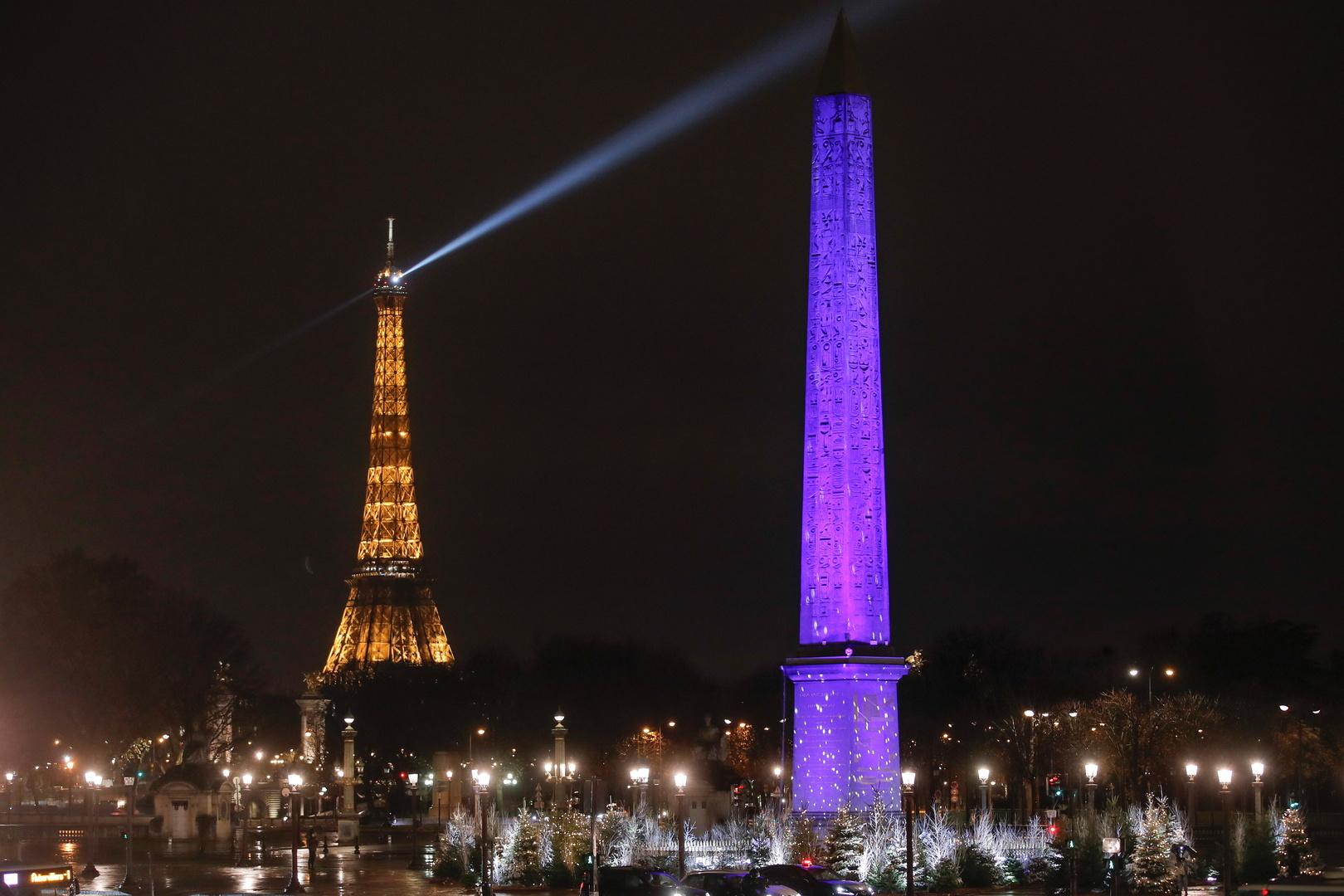 إضاءات عيد الميلاد لموسم الأعياد في باريس