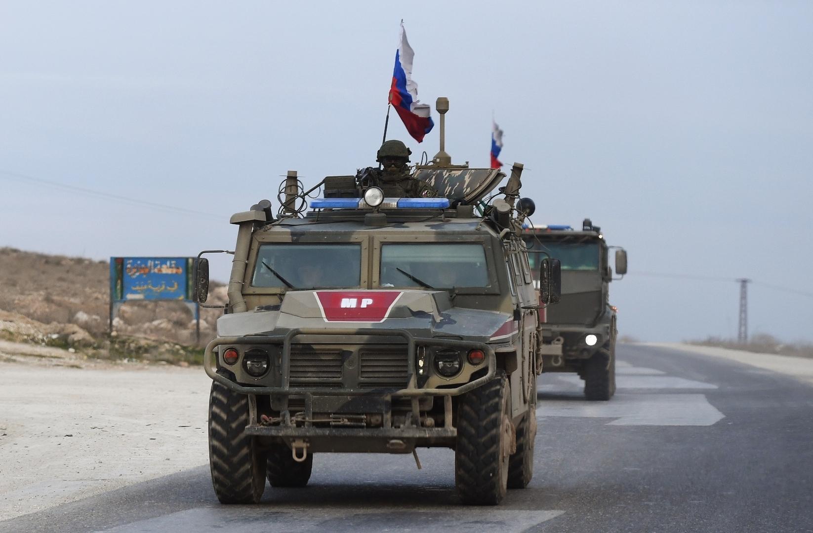 وحدات من الشرطة العسكرية الروسية تصل إلى منطقة عين عيسى شمال سوريا.