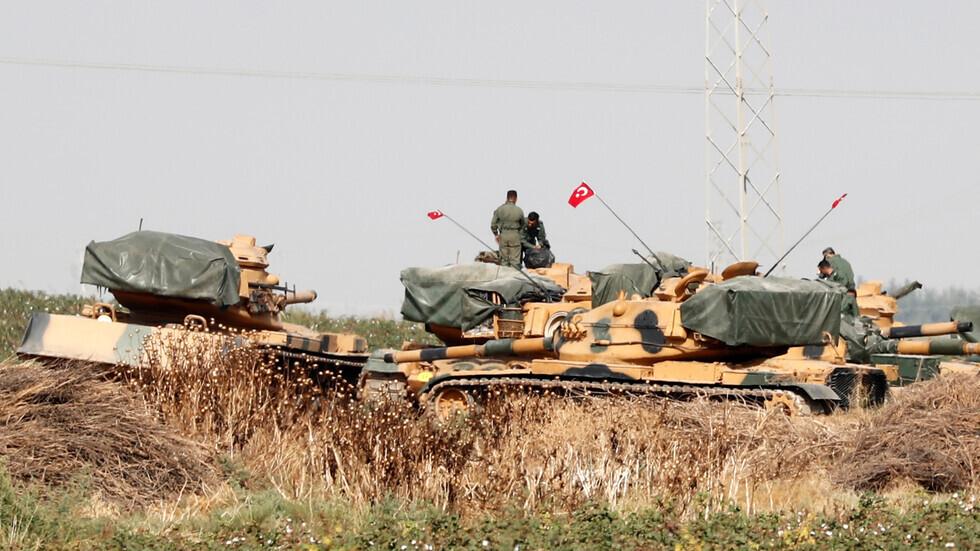 دبابات تركية على الحدود مع سوريا.