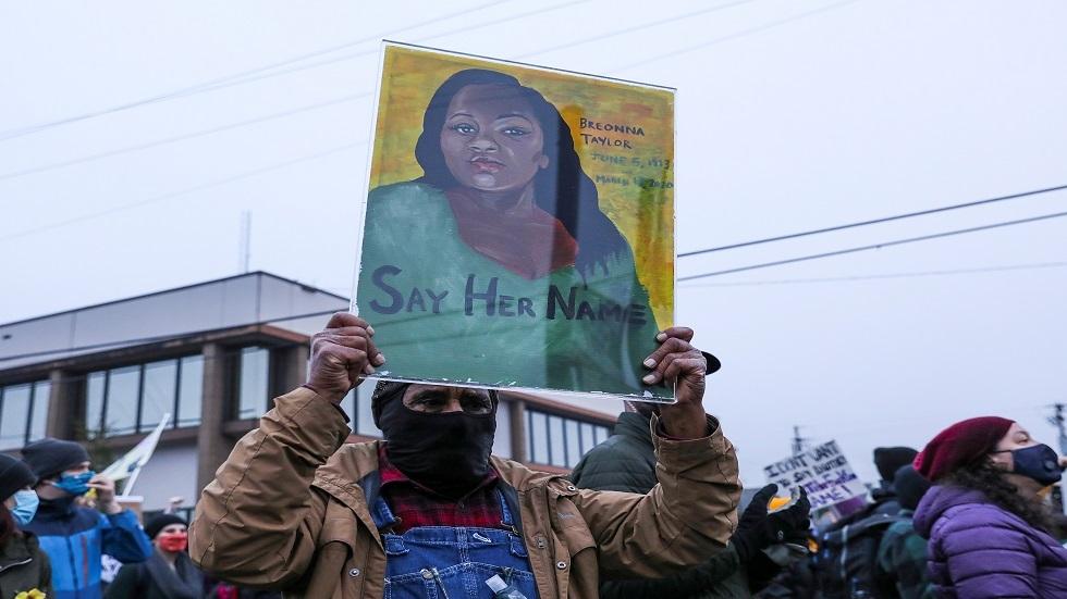 وسائل إعلام: فصل ضابطي شرطة متورطين في مقتل أمريكية من أصل إفريقي