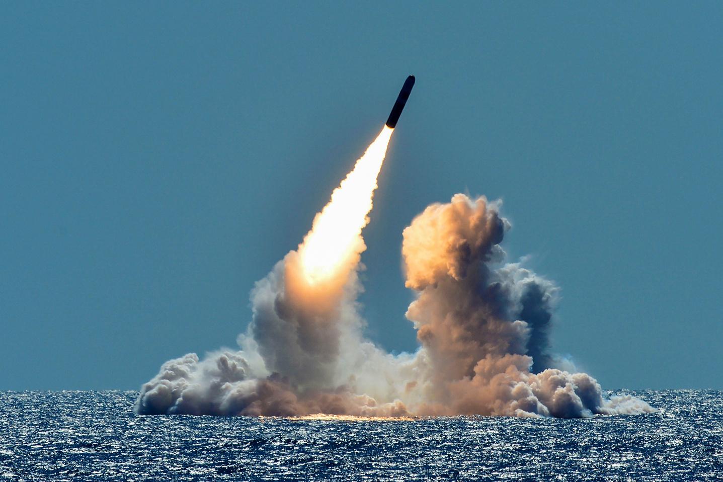 إطلاق صاروخ Trident من غواصة استراتيجية أمريكية