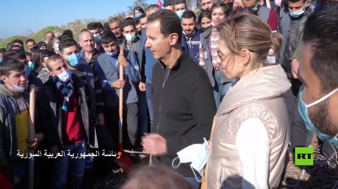 بشار الأسد وعقيلته يشاركان بزراعة الأشجار في طرطوس