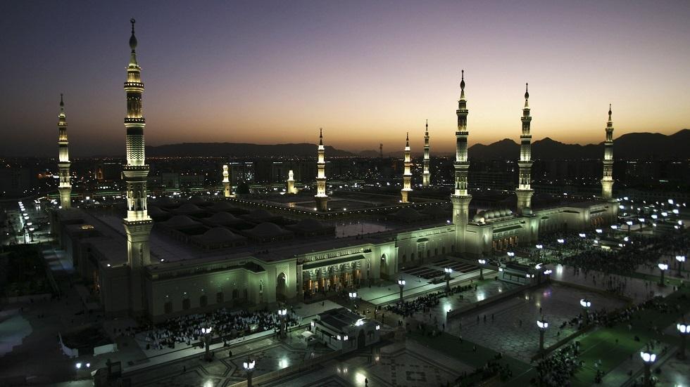 السعودية.. إتاحة سطح المسجد النبوي الشريف للصلاة