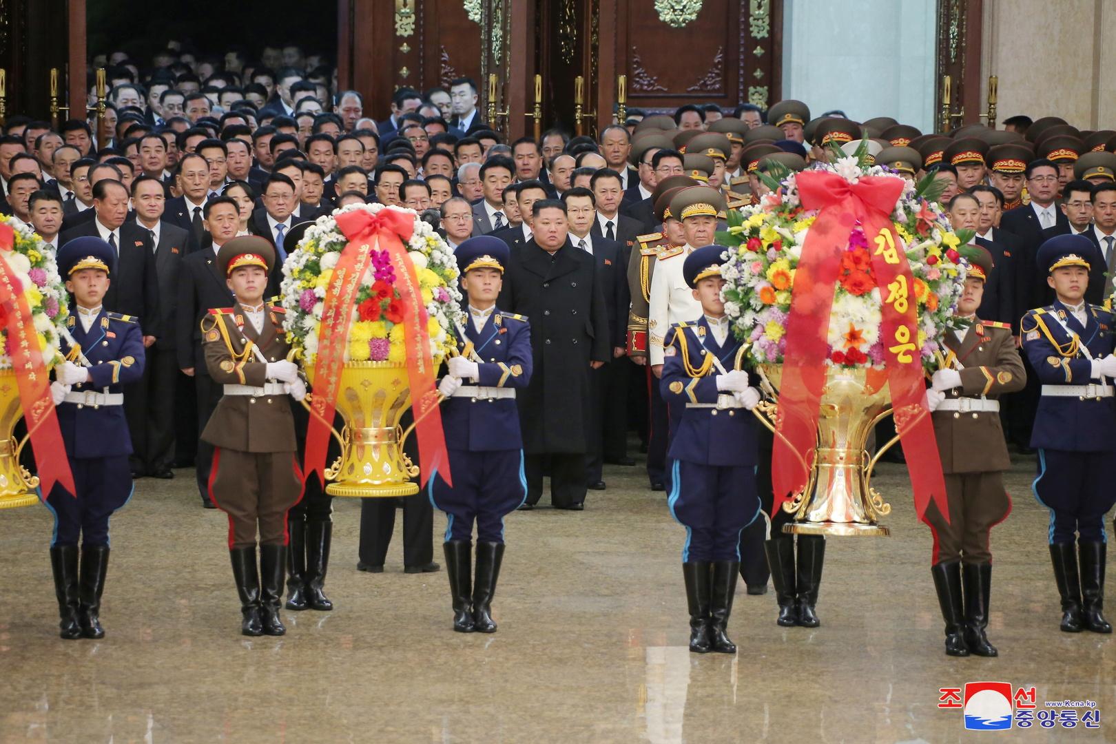 زعيم كوريا الشمالية يستهل العام الجديد برسالة وزيارة ضريح والده وجده