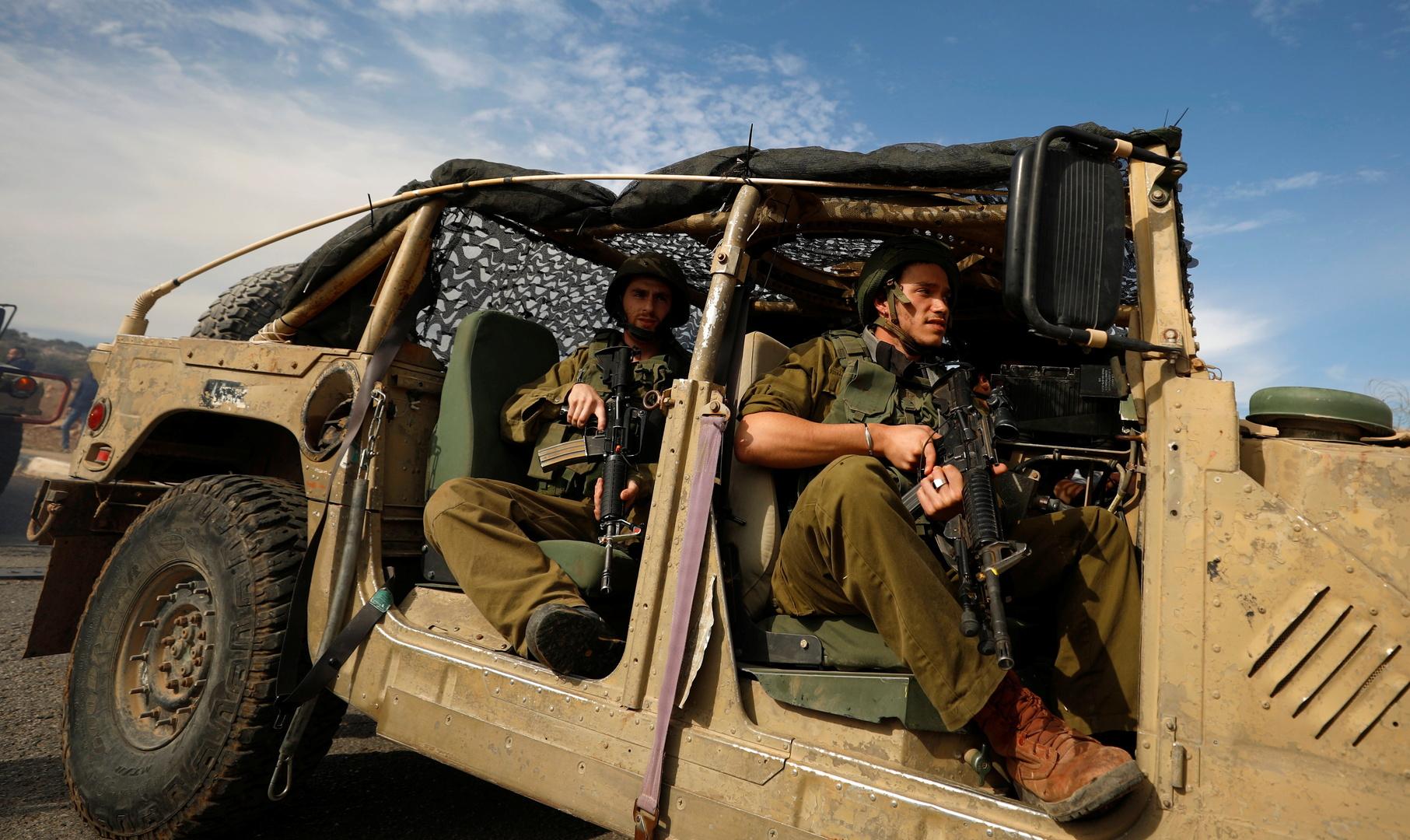 إسرائيل.. جنود يصوبون أسلحتهم نحو نائب رئيس أركان الجيش