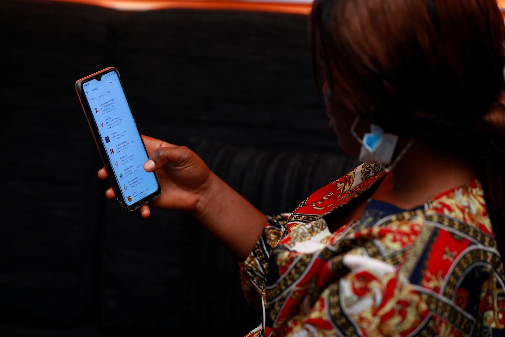 سكان العالم ينفقون 407 ملايين دولار على تطبيقات الهاتف في ليلة الميلاد