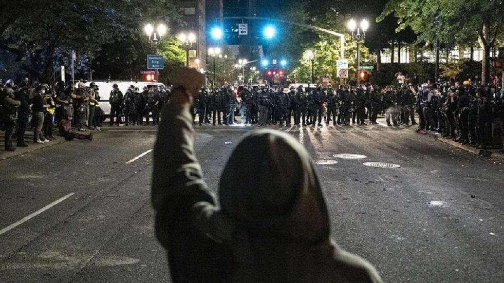 بورتلاند الأمريكية تستقبل العام الجديد باحتجاجات ومواجهات مع الشرطة