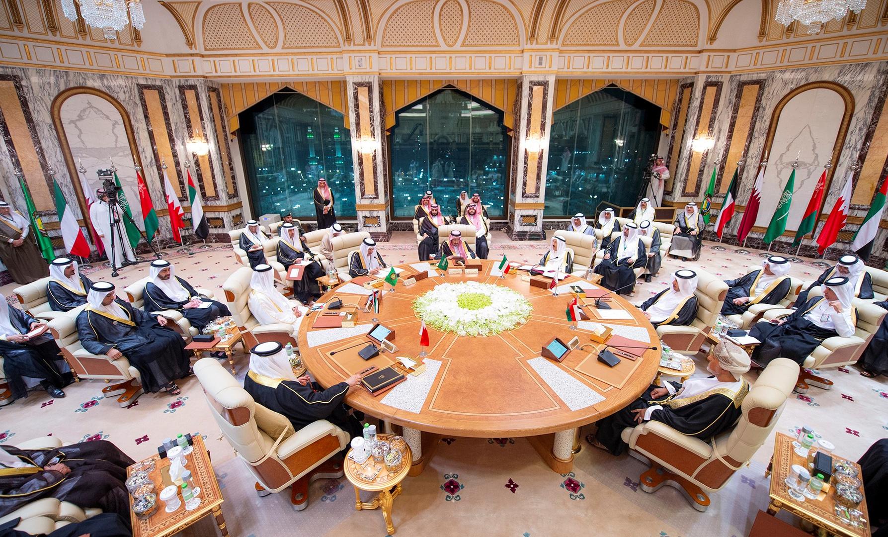 أمين عام مجلس التعاون يبحث مع وزير خارجية الكويت جدول أعمال القمة الخليجية