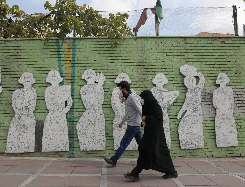 الصحة الإيرانية تنفي وصول أي شحنة لقاحات كورونا