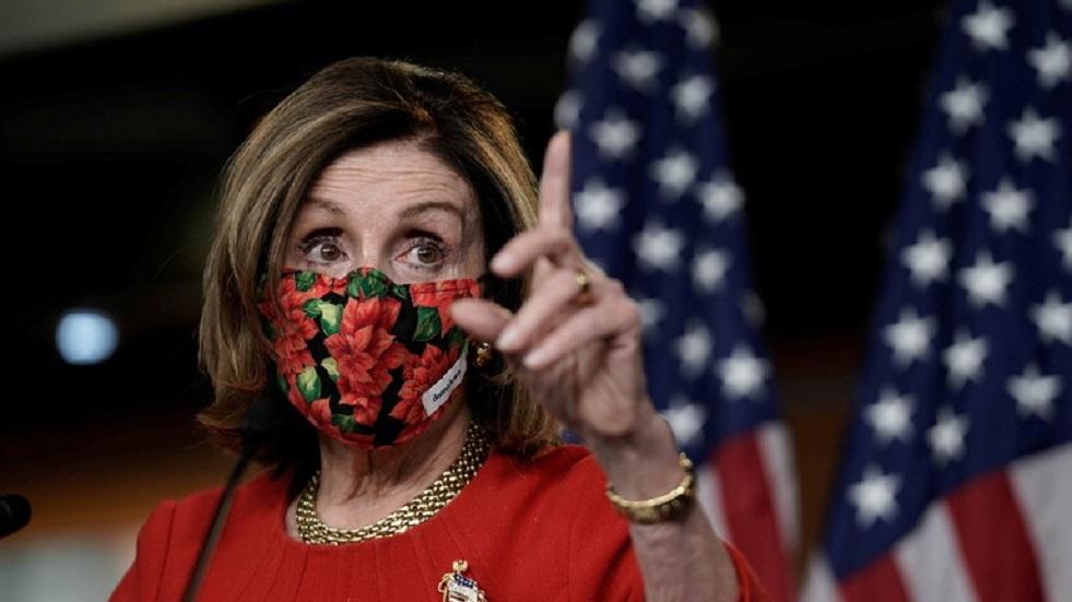 تلطيخ منزل نانسي بيلوسي بدم مزيف وإلقاء رأس خنزير