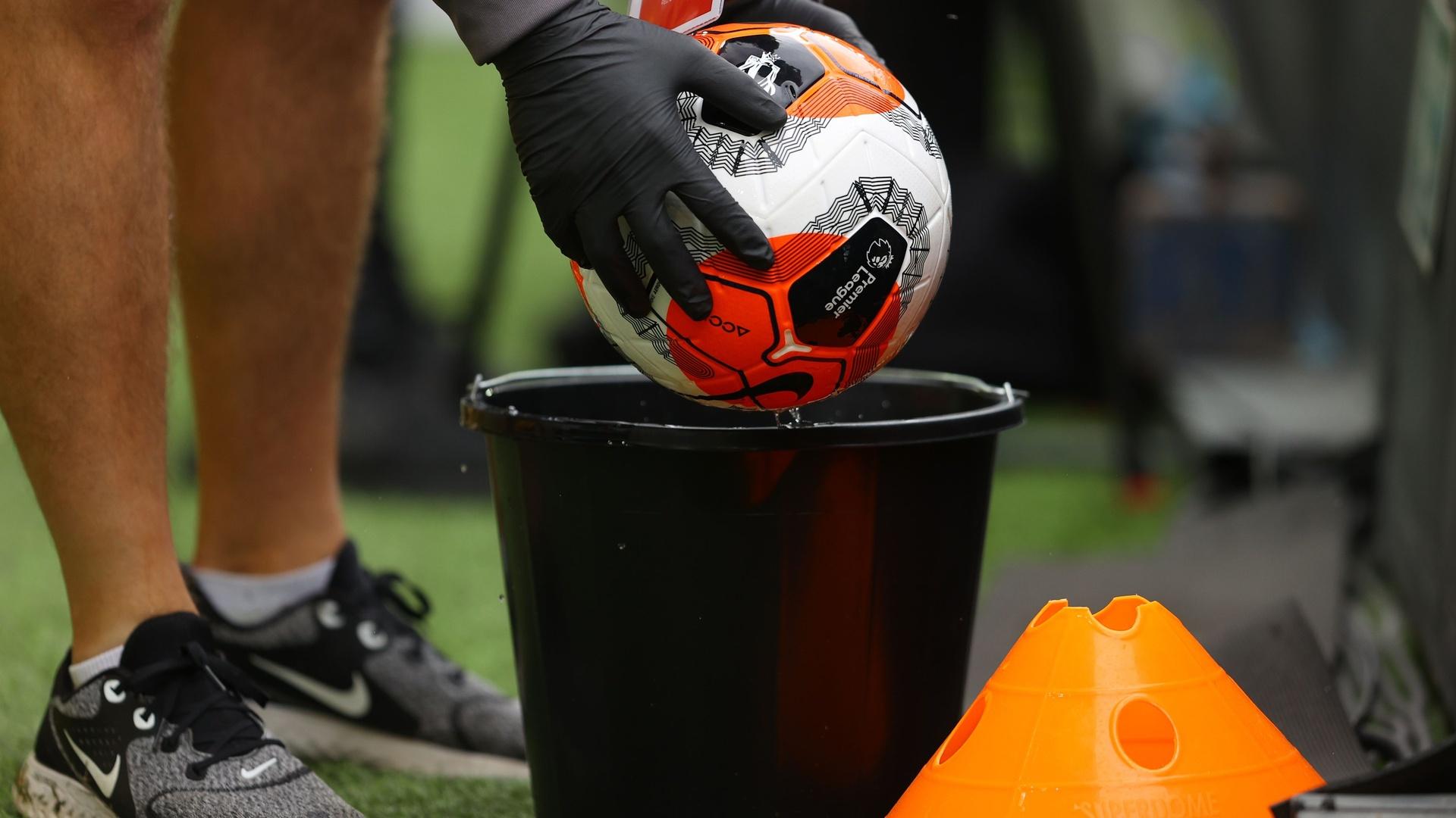 تأجيل مباراة فولهام وبيرنلي بسبب كورونا