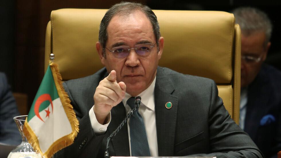 وزير الخارجية الجزائري: بلادنا قوية ولن يخيفنا أحد