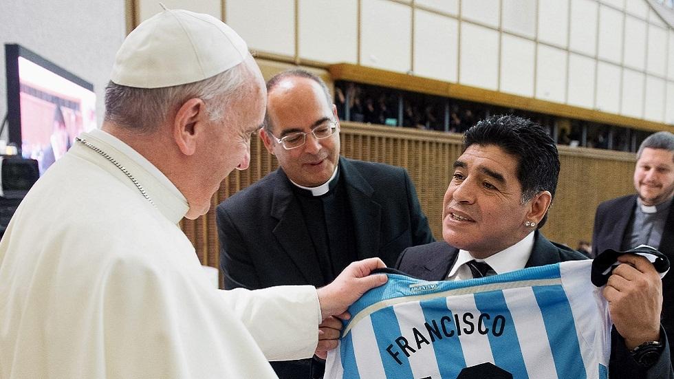 البابا فرنسيس: مارادونا كان شاعرا على أرض الملعب