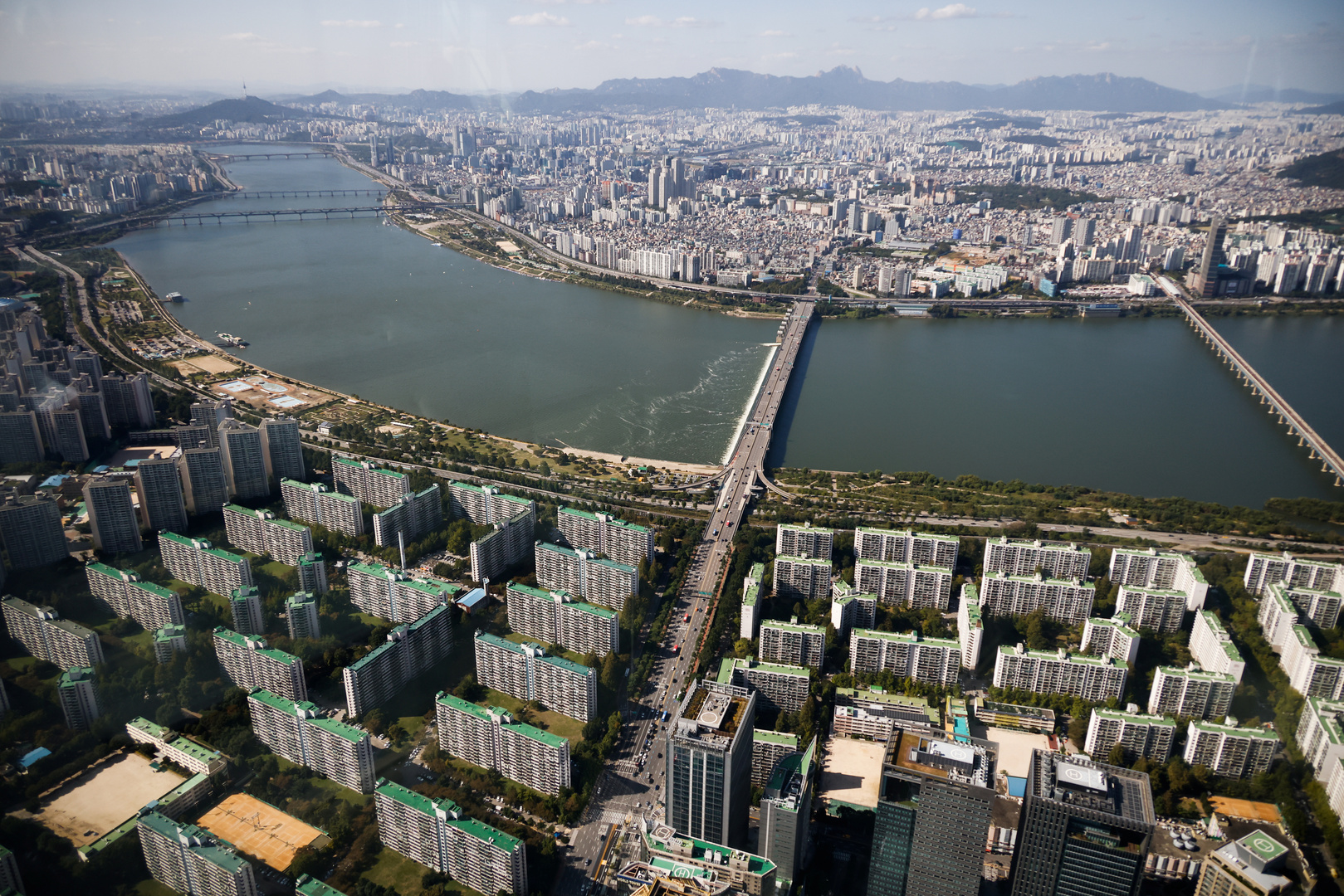 كوريا الجنوبية.. الحزب الحاكم يحدد شرطا لعفو رئاسي عن رئيسين سابقين للبلاد