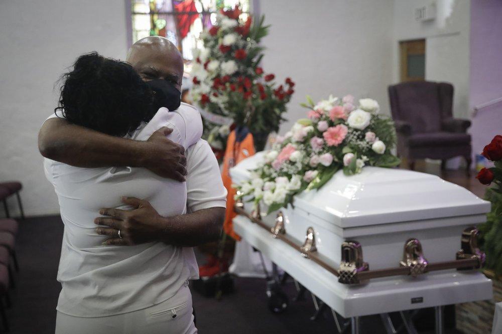 تقرير: دور الجنائز في كاليفورنيا تكتظ بجثث ضحايا كورونا