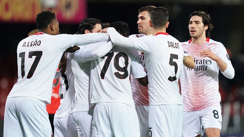 Milan regain the lead from Inter with a double against Benevento (video)