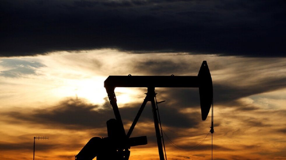 أسعار النفط تجدد سعرها الأقصى المسجل في مارس الماضي