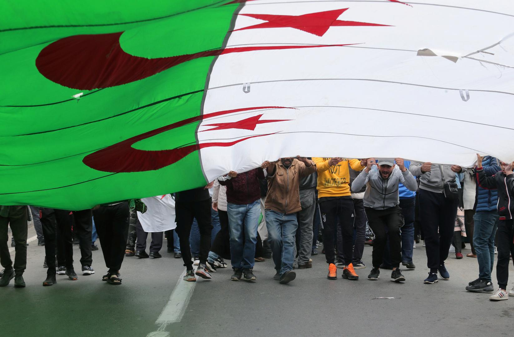 الجزائر.. الحكم بالسجن 3 سنوات على مدون من مؤيدي الحراك
