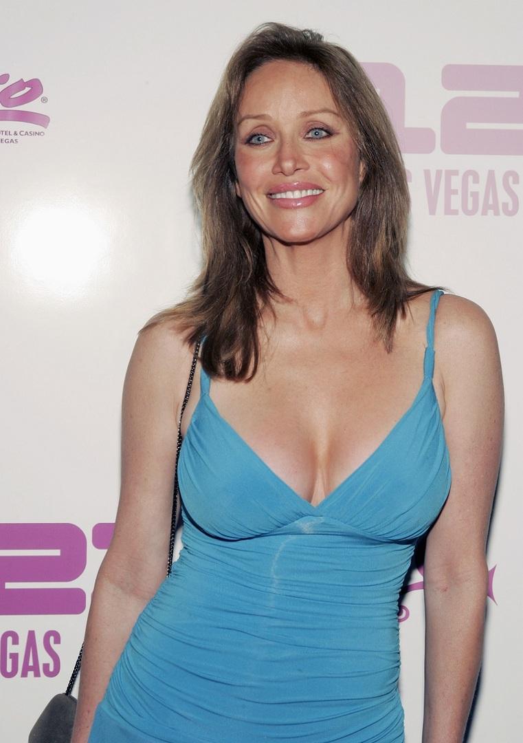 الممثلة السابقة في سلسلة أفلام جيمس بوند والسينمائية ونجمة برنامج