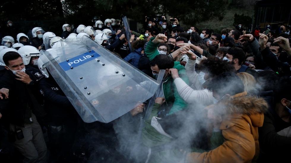 اشتباك بين الشرطة التركية وطلاب احتجوا ضد رئيس جامعة عيّنه أردوغان