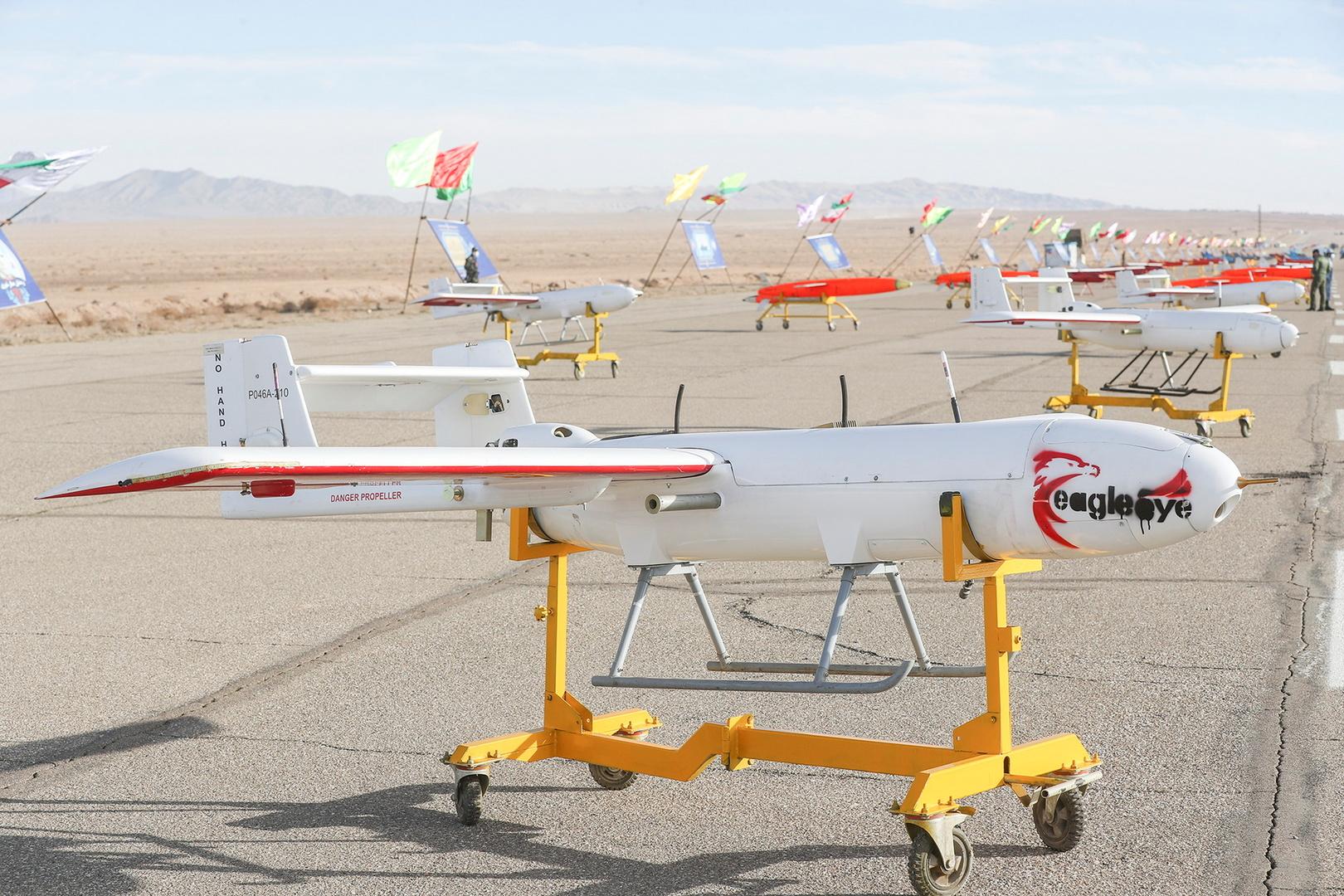 صور+ فيديو.. إيران تجري أكبر مناورات للطائرات المسيرة