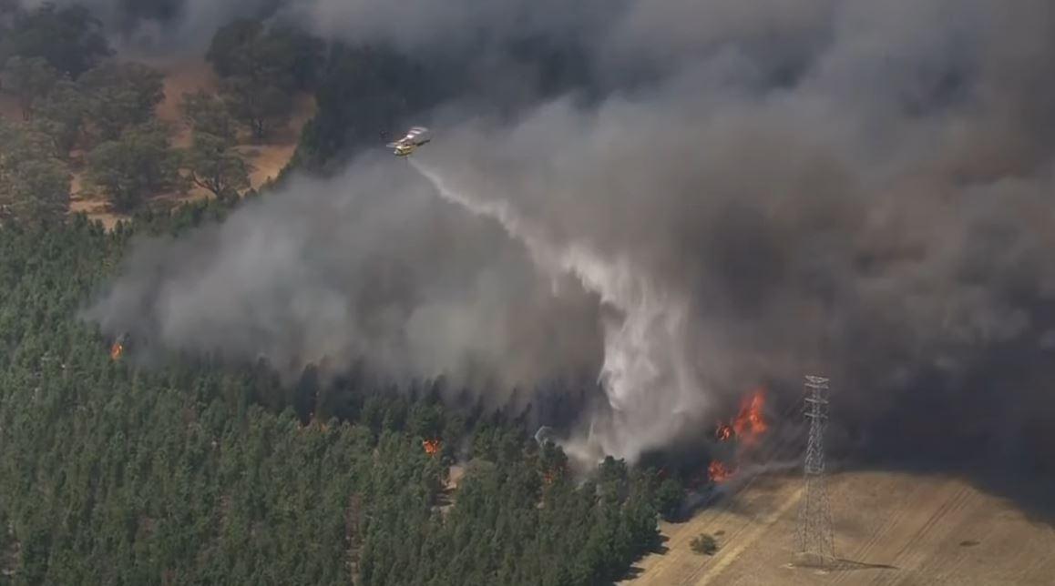 لقطات جوية لحريق ضخم يخرج عن السيطرة في أستراليا