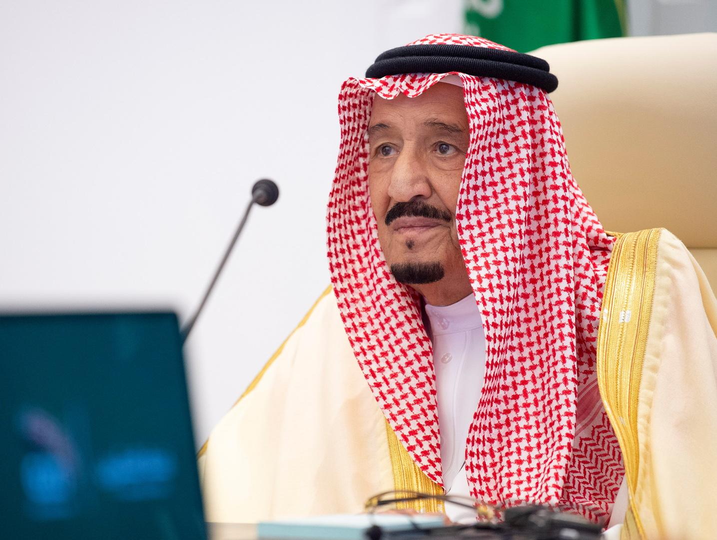 الملك سلمان يغيب عن قمة المصالحة الخليجية والمغردون يعلقون