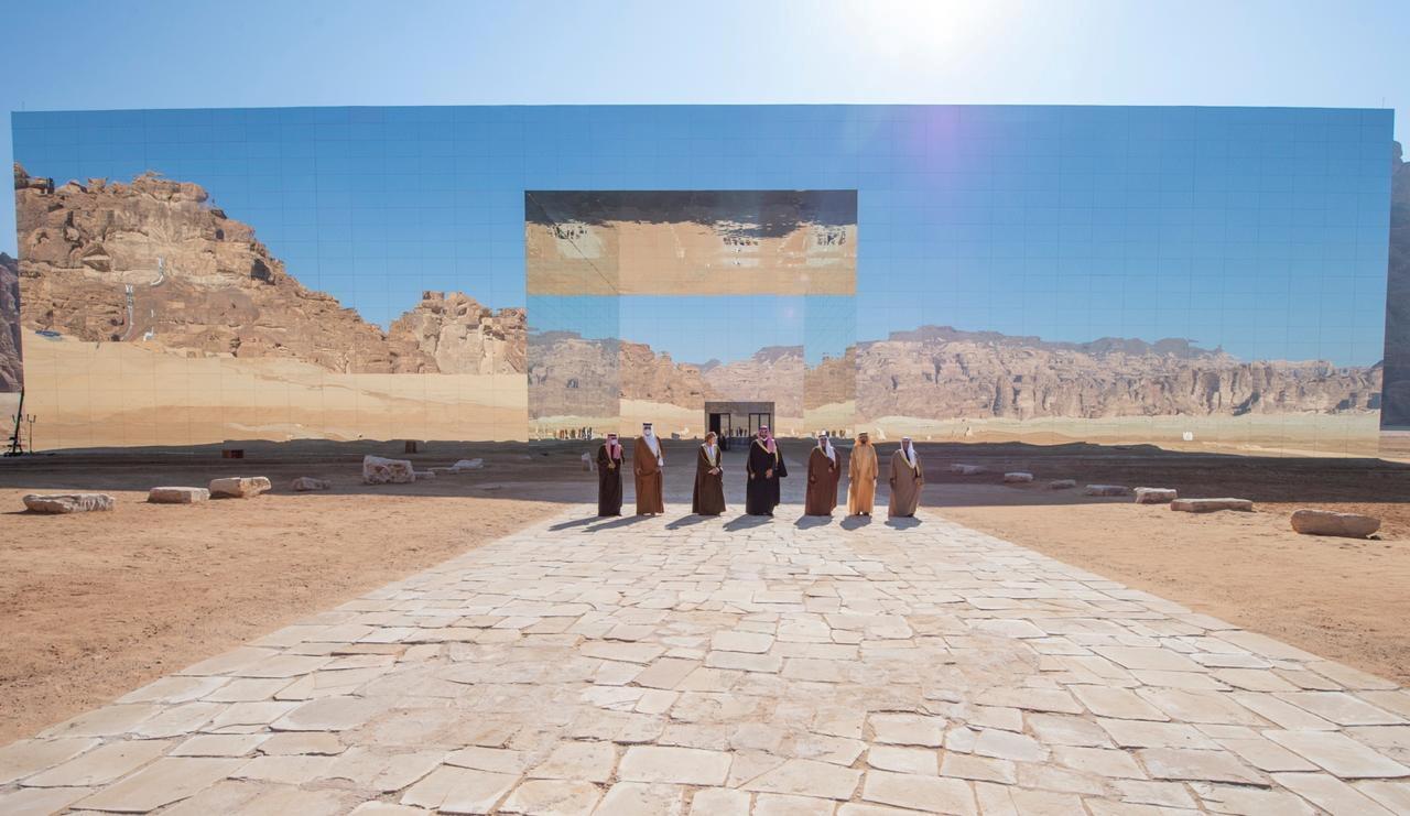 قادة الخليج يحافظون على قواعد التباعد في الصورة التذكارية للقمة