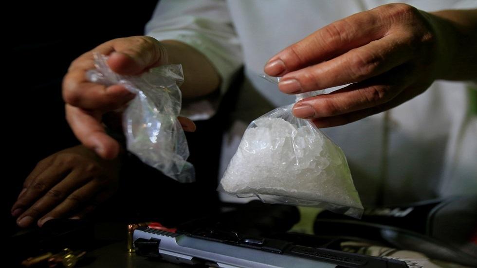 أخطأ في الزبون.. تاجر مخدرات يعرض الكوكايين على شرطي
