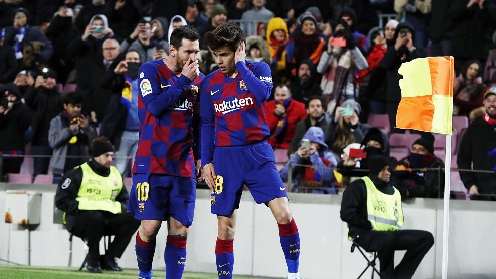 برشلونة يجدد عقد