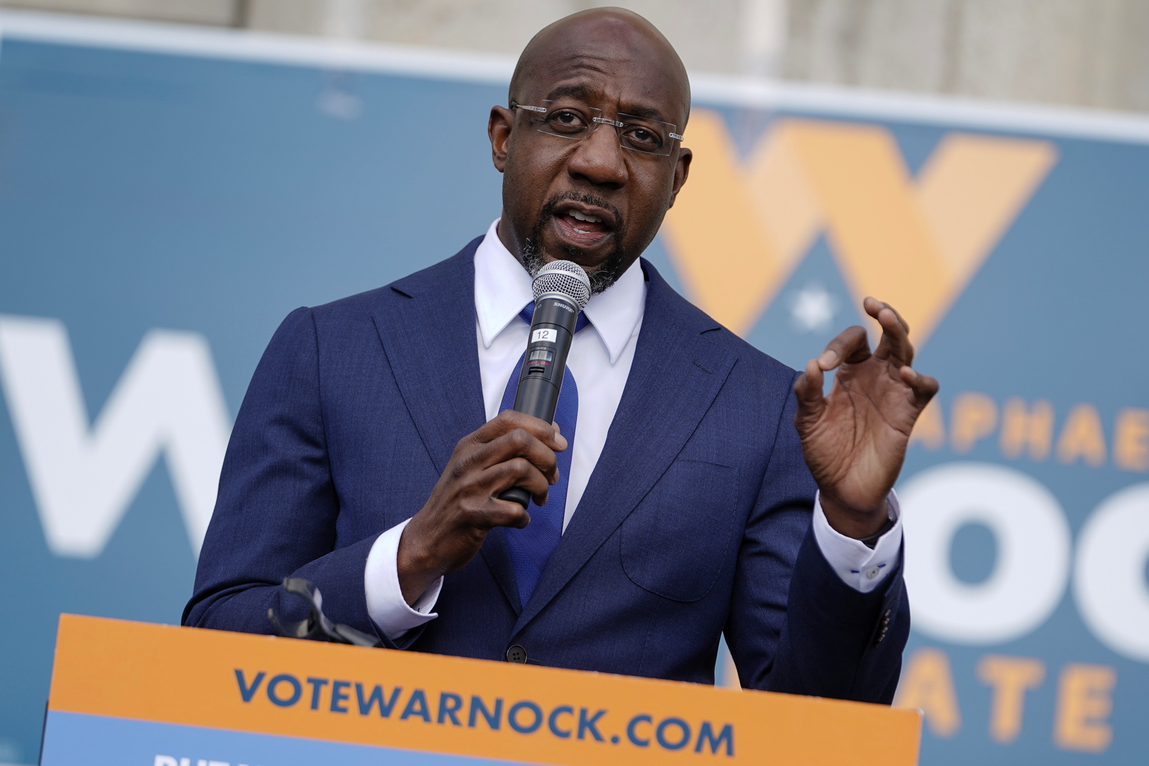 الديمقراطي وارنوك يعلن فوزه بأحد مقعدي جورجيا في مجلس الشيوخ الأمريكي