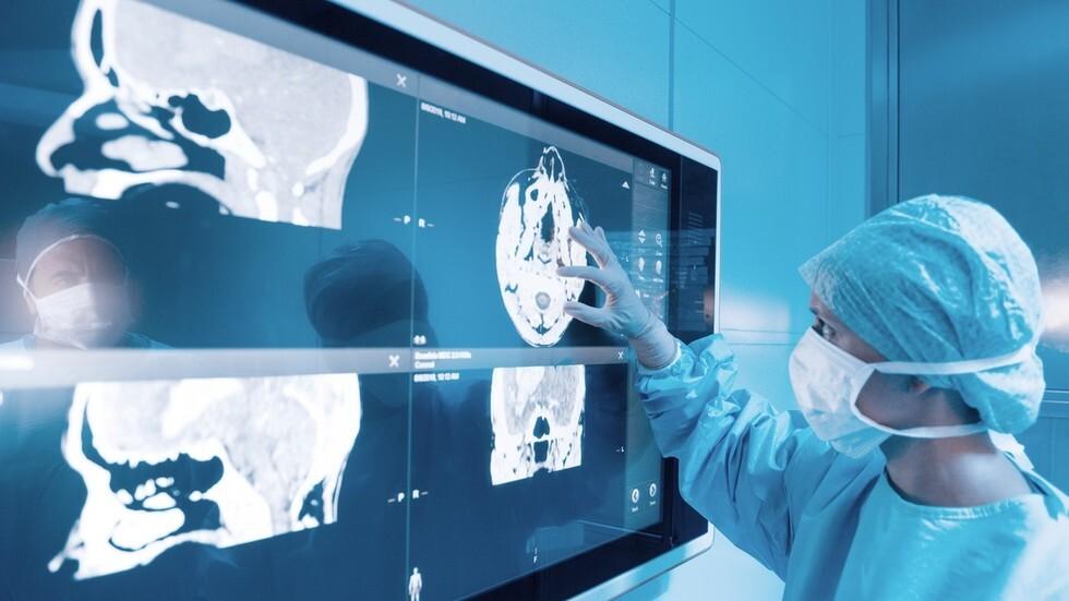 باحثون يزعمون اكتشاف مضاعفات تشبه السكتة الدماغية لدى ضحايا