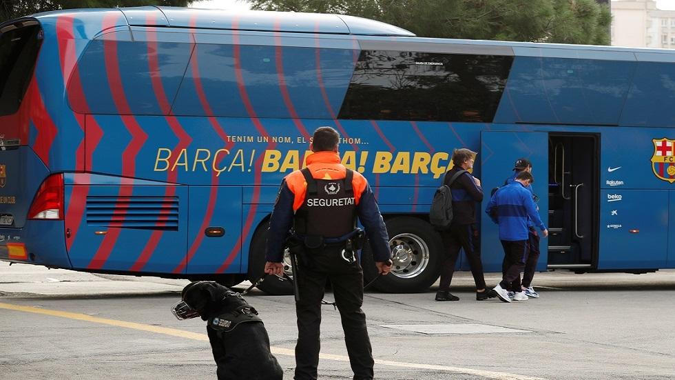 بعثة نادي برشلونة تسافر على متن حافلة إلى هويسكا لتوفير 30 ألف يورو
