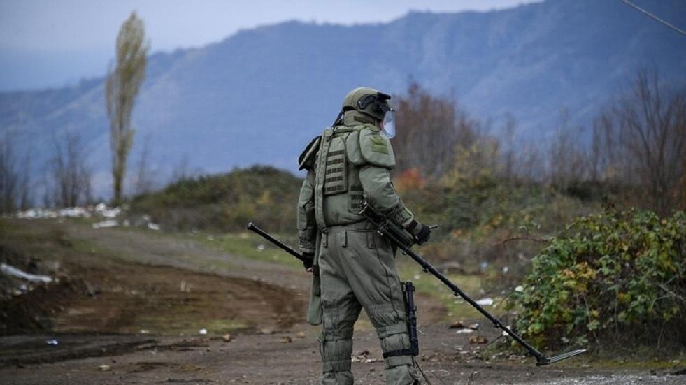 خبراء متفجرات روس يبطلون مفعول قنابل عنقودية أمريكية في لاوس