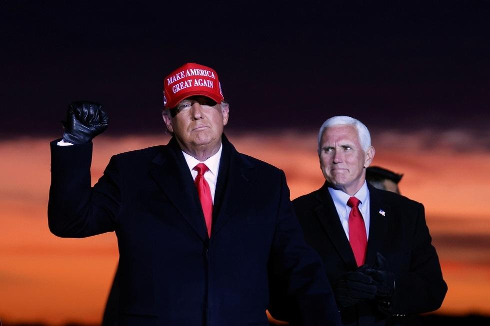 بنس يتحدى ترامب: لا يمكنني فرض