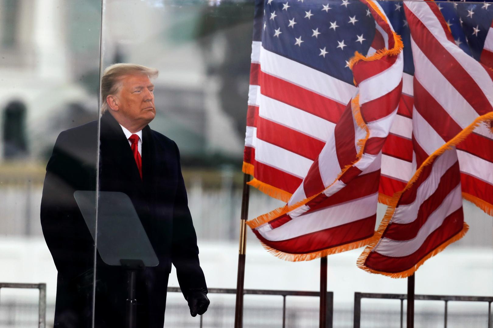 ترامب يهاجم بنس: لم يتحلّ بالشجاعة المطلوبة لحماية بلادنا